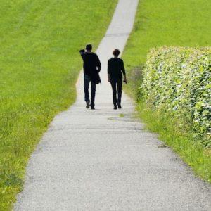 Gemeinsames Gehen und Sprechen bei der psychoonkologischen Begleitung